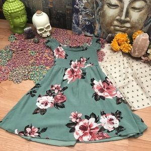 🌸 3 for $25 🌸 Floral babydoll dress